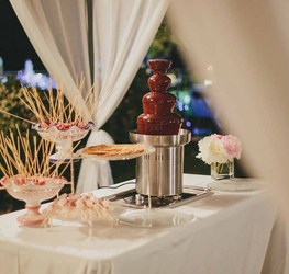 wedding-chocolate-fountain-fondue.jpg